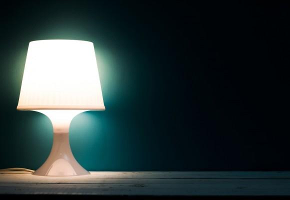 Lampada da tavolo di design: stile e caratteristiche